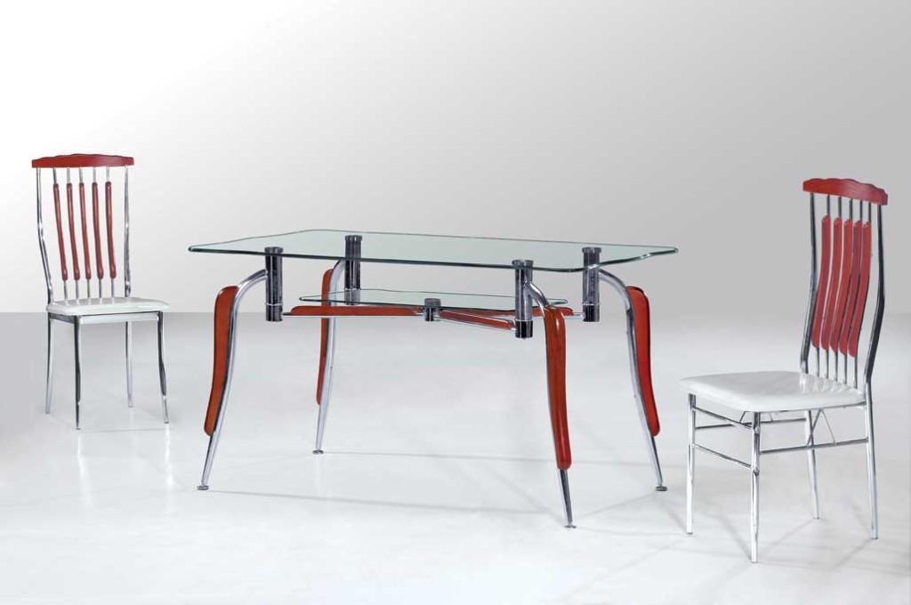 Кухонный стол с металлическими ножками
